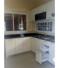 ชุดครัว Built-in ตู้ล่าง โครงซีเมนต์บอร์ด หน้าบาน Acrylic สีขาวมุก