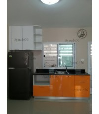 ชุดครัว Built-in ตู้ล่าง โครงซีเมนต์บอร์ด หน้าบาน PVC สีส้ม + ขาวเงา