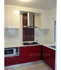 ชุดครัว Built-in ตู้ล่าง โครงซีเมนต์บอร์ด หน้าบาน Acrylic สีแดง + ขาว - ม.ภัสสร เพรจทีจ