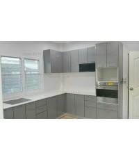 ชุดครัว Built-in ตู้ล่าง โครงซีเมนต์บอร์ด หน้าบาน Acrylic สีเทา ลายไม้