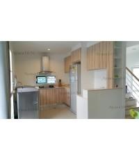 ชุดครัว Built-in ตู้ล่าง โครงซีเมนต์บอร์ด หน้าบาน Melamine สี Jamaica Teak ลายไม้ แนวตั้ง - ม.Deligh