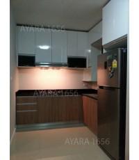 ชุดครัว Built-in ตู้ล่าง โครงซีเมนต์บอร์ด หน้าบาน Laminate สี Cherry Afromosia + PVC สีขาวเงา
