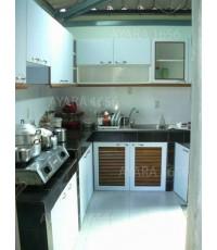 ชุดครัวปูน Built-in โครงซีเมนต์บอร์ด หน้าบาน Laminate สีขาว