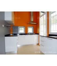 ชุดครัว Built-in ตู้ล่าง โครงซีเมนต์บอร์ด หน้าบาน PVC สีขาวเงา
