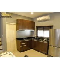 ชุดครัว Built-in ตู้ล่าง โครงซีเมนต์บอร์ด หน้าบาน Melamine สี Moco Oak ลายไม้