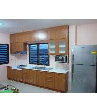 ชุดครัว Built-in ตู้ล่าง โครงซีเมนต์บอร์ด หน้าบาน Melamine สี Cherry ลายไม้แนวตั้ง