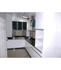 ชุดครัว Built-in ตู้ล่าง + ตู้สูง โครงซีเมนต์บอร์ด หน้าบาน Melamine สีขาว