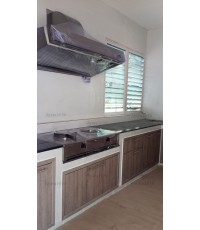 ชุดครัว Built-in ตู้ล่าง โครงซีเมนต์บอร์ด หน้าบาน Laminate สี Delano Oak ลายไม้แนวตั้ง - ม.ชัยพฤกษ์
