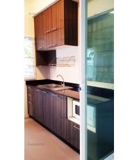 ชุดครัว Built-in ตู้ล่าง โครงซีเมนต์บอร์ด หน้าบาน Laminate สี Cuban Wood ลายไม้แนวตั้ง - ม.พฤกษ์ลดา