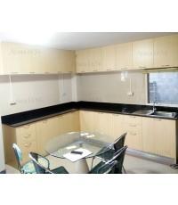ชุดครัว Built-in ตู้ล่าง โครงซีเมนต์บอร์ด หน้าบาน  Melamine ลายไม้สี Maple