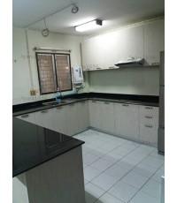 ชุดครัว Built-in ตู้ล่าง โครงซีเมนต์บอร์ด หน้าบาน Laminate สี Smoke Strand ลายไม้แนวตั้ง
