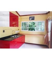 ชุดครัว Built-in โครงซีเมนต์บอร์ด หน้าบาน Acrylic สีแดงเรียบ