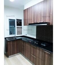 ชุดครัว Built-in ตู้ล่าง โครงซีเมนต์บอร์ด หน้าบาน Melamine สี Milano Wood ลายไม้แนวตั้ง