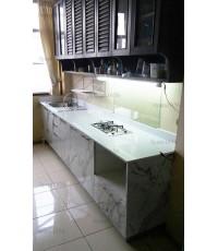 ชุดครัว Built-in ตู้ล่าง โครงซีเมนต์บอร์ด หน้าบาน Laminate สี Calacatta Marble ลายหินอ่อน