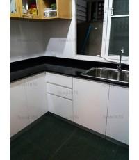 ชุดครัว Built-in ตู้ล่าง โครงซีเมนต์บอร์ด หน้าบาน Hi Gloss สีขาว - บ้านกลางเมือง