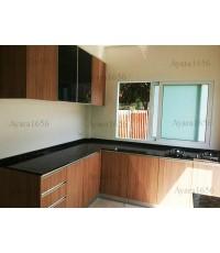 ชุดครัว Built-in ตู้ล่าง โครงซีเมนต์บอร์ด หน้าบาน Laminate สี Cherry Afromosia