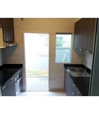 ชุดครัว Built-in ตู้ล่าง โครงซีเมนต์บอร์ด หน้าบาน Laminate สี CubanWood - ม.Villaggio