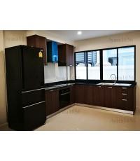 ชุดครัว Built-in ตู้ล่าง โครงซีเมนต์บอร์ด หน้าบาน Laminate สี Jarrah Legno