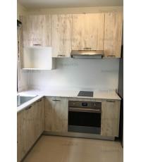 ชุดครัว Built-in ตู้ล่าง โครงซีเมนต์บอร์ด หน้าบาน Melamine สี Tundra Forest ลายไม้แนวตั้ง