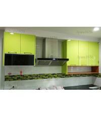 ชุดครัว Built-in ตู้บน โครงปาติเกิล + บัวขาว หน้าบาน Acrylic สีเขียวมะนาว