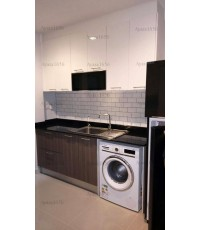 ชุดครัว Built-in ตู้ล่าง โครงซีเมนต์บอร์ด หน้าบาน Laminate สี Bleached Legno + Acrylic สีขาวนวล