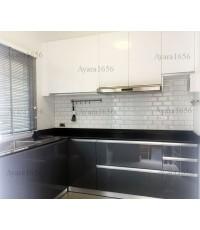 ชุดครัว Built-in ตู้ล่าง โครงซีเมนต์บอร์ด หน้าบาน Hi Gloss สีเทา + ขาว - ม.ภัสสร ไพรด์