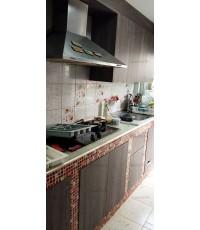 ชุดครัว Built-in ตู้ล่าง โครงซีเมนต์บอร์ด หน้าบาน Laminate สี Bleached Wenge