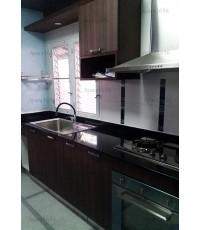 ชุดครัว Built-in ตู้ล่าง โครงซีเมนต์บอร์ด หน้าบาน Laminate สี Jarrah Legno ลายไม้แนวตั้ง