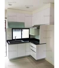 ชุดครัว Built-in ตู้ล่าง โครงซีเมนต์บอร์ด หน้าบาน Laminate สีขาวเงา - ม.บ้านกลางเมือง
