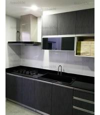 ชุดครัว Built-in ตู้ล่าง โครงซีเมนต์บอร์ด หน้าบาน Laminate สี Burnt Strand แนวตั้ง