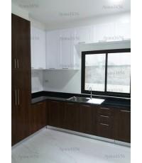 ชุดครัว Built-in ตู้ล่าง โครงซีเมนต์บอร์ด หน้าบาน PVC ลายไม้ + สีขาวเงา เซาะร่อง