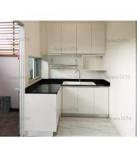 ชุดครัว Built-in ตู้ล่าง โครงซีเมนต์บอร์ด หน้าบาน Melamine ลายไม้สีขาว