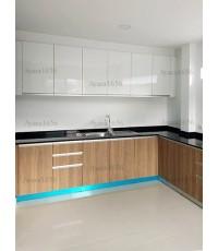 ชุดครัว Built-in ตู้ล่าง โครงซีเมนต์บอร์ด หน้าบาน Laminate สี Millennium Oak ลายไม้