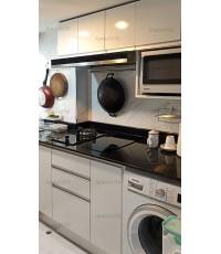 ชุดครัว Built-in ตู้ล่าง โครงซีเมนต์บอร์ด หน้าบาน Melamine สีขาวเงา