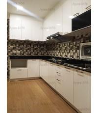 ชุดครัว Built-in ตู้ล่าง โครงซีเมนต์บอร์ด หน้าบาน Laminate สีขาวเงา