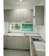 ชุดครัว Built-in ตู้ล่าง โครงซีเมนต์บอร์ด หน้าบาน Laminate สี Smoke Strand ลายไม้