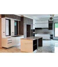 ชุดครัว Built-in โครงซีเมนต์บอร์ด หน้าบาน Hi Gloss สีขาวเงา + Laminate สี Weathered Fiberwood