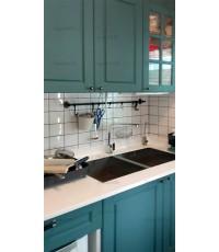 ชุดครัว Built-in ตู้ล่าง โครงปาติเกิล หน้าบาน PVC สีเขียวด้าน + สีขาวลายไม้ เซาะร่อง - ม.พฤกษ์ลดา