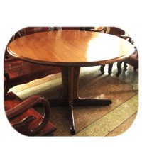 โต๊ะรับประทานอาหารทรงกลม
