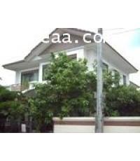 บ้านเดี่ยว 2 ชั้น หมู่บ้านเศรษฐศิริ  ถ.เสรีไทย  เนื้อที่ 96 ตร.วา  สภาพพร้อมอยู่