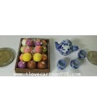 ชุดขนมกับชุดน้ำชาจิ๋ว ประกอบด้วย CHOCO หลายรส 18 ลูก ในถาดไม้ ชุดน้ำชาจิ๋วมีชาเปิดปิดได้