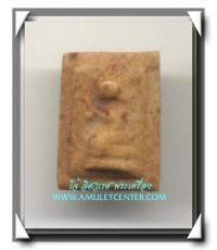 พระผงมฤคทายวัน พ.ศ.2466 องค์ที่ 11 พิมพ์นางกวักจิ๋ว เนื้อน้ำมัน