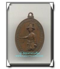 หลวงปู่ทิม วัดละหารไร่ เหรียญพระเจ้าตากสินมหาราช ค่ายตากสิน จ.จันทบุรี พ.ศ.2518 องค์ที่ 16