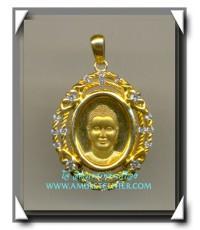 เหรียญพระพุทธครึ่งองค์ล้อมเพชร ขนาดเล็ก หลังเข็มกลัด วัดพระธรรมกาย จ.ปทุมธานี สภาพสวยมาก