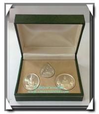 เหรียญพระแก้วมรกต ภปร.ฉลองกรุงรัตนโกสินทร์ 200 ปี เนื้อเงินแท้ ครบชุด 3 ฤดู พร้อมกล่องเดิม พ.ศ.2525