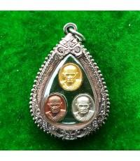 เหรียญเม็ดยา หลวงพ่อเงิน บางคลาน รุ่นพระพิจิตร พระปั๊มชุด 3 เนื้อ  ปี 2542 เลี่ยมใส่กรอบเงิน