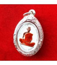เหรียญรูปใข่ หลวงพ่อคูณ รุ่นที่ระฤกเลื่อนสมณศักดิ์ 47 เนื้อทองแดงลงยาสีขาว กรรมการ ตลับเงิน