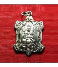 เหรียญพญาเต่าเรือน รุ่นแซยิด 90 ปี หลวงปู่หลิว วัดไทรทองพัฒนา จ.กาญจนบุรี ปี 2539 เนื้อเงิน ตอกโค้ด