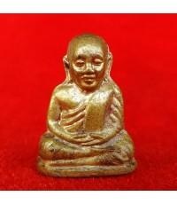 พระรูปเหมือนปั๊ม หลวงพ่อเงิน บางคลาน รุ่นอำเภอ พิมพ์มือติงนัง เนื้อทองเหลือง ปี 2522 นิยมมากครับ