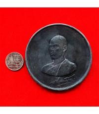 เหรียญ ร. 10 ทรงผนวช เนื้อดีบุกผสมตะกั่ว ขนาด 7 เซนติเมตร มหาวชิราลงกรณราชวิทยาลัยจัดสร้าง